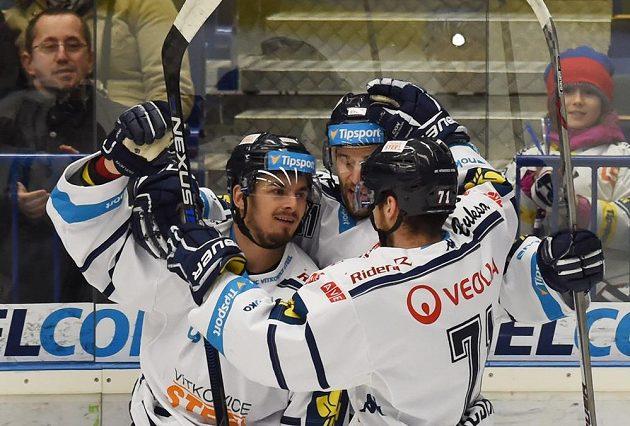 Vítkovičtí hokejisté slaví gól proti Spartě v utkání 42. kola Tipsport extraligy.