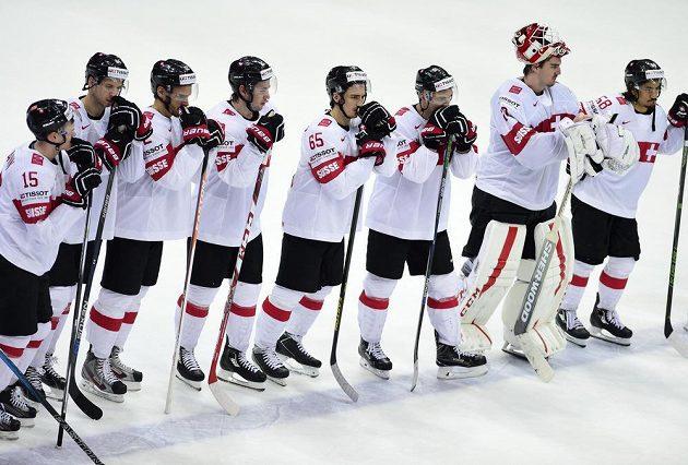 Smutní hokejisté Švýcarska po porážce s Českem na MS.