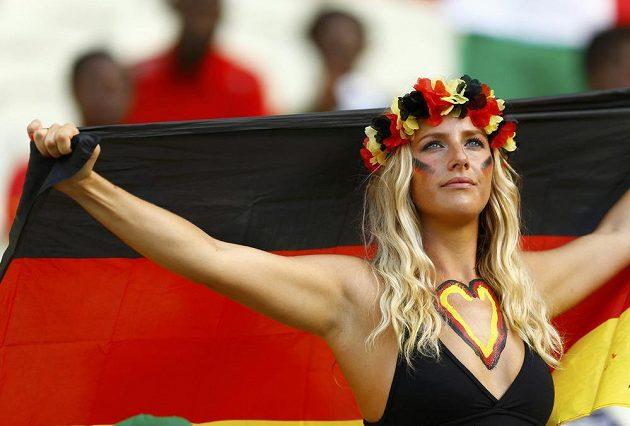 Německá fanynka během utkání s Ghanou.