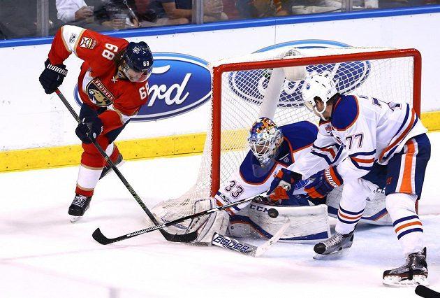 Jaromír Jágr se v dresu Floridy sice snažil, ale na gólmana Edmontonu Oilers Cama Talbota tentokrát i přes řadu šancí nevyzrál. Florida prohrála zápas 3:4.