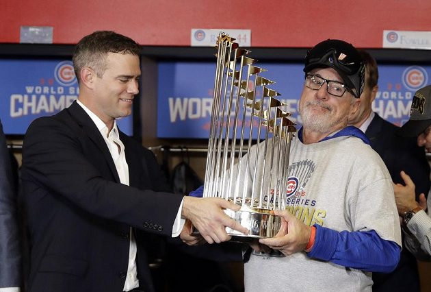 Prezident Chicaga Cubs Theo Epstein (vlevo) a kouč Chicaga Joe Maddon.