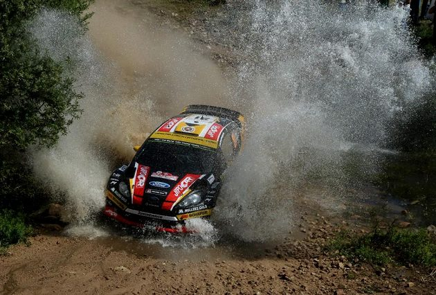 Martin Prokop s Fordem Fiesta WRC při Italské rallye na Sardínii.