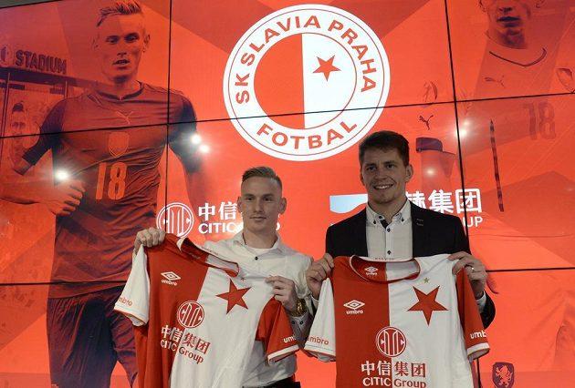 Fotbalová Slavia představila 18. prosince 2018 v Praze nové posily Petra Ševčíka (vlevo) a Lukáše Masopusta. Oba záložníci podepsali v Edenu smlouvy na tři a půl roku.
