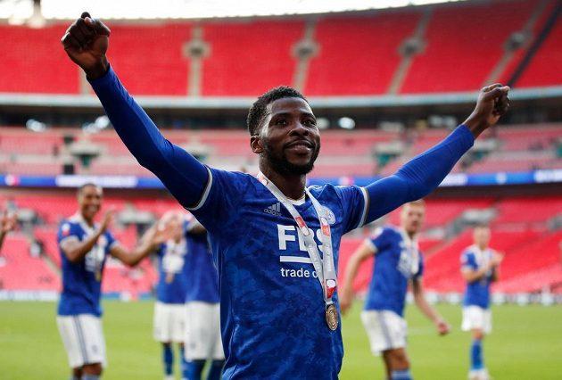 Fotbalista Leicester Cityu Kelechi Iheanacho proměněnou penaltou rozhodl bitvu o anglický Superpohár.