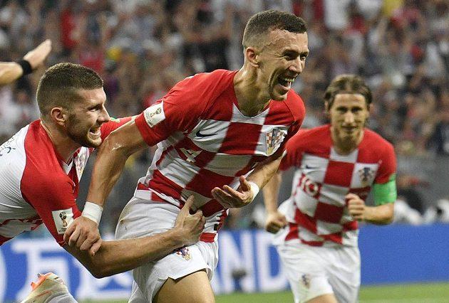 Ivan Perišič slaví svůj gól na 1:1 proti Francii.