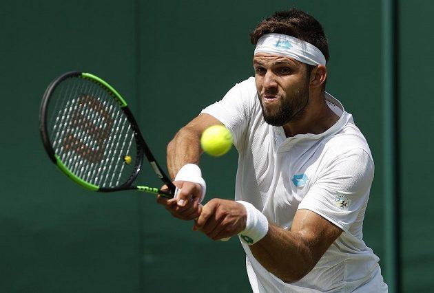 Český tenista Jiří Veselý bojuje s Uruguaycem Pablem Cuevasem ve 2. kole Wimbledonu.