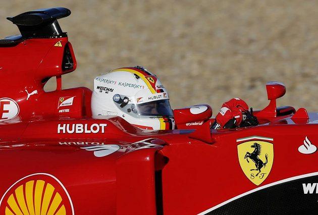 Sebastian Vettel s ferrari při testech v Jerezu.