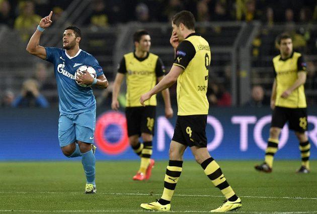 Hulk ze Zenitu Petrohrad se raduje z branky, kterou vstřelil na hřišti Borussie Dortmund.