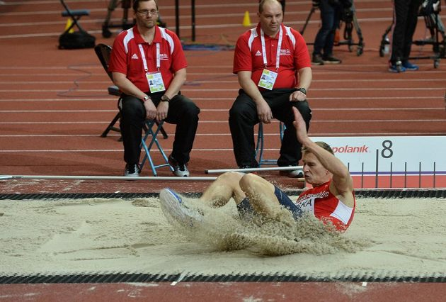 Radek Juška během kvalifikace dálkařů na halovém mistrovství Evropy v Praze.