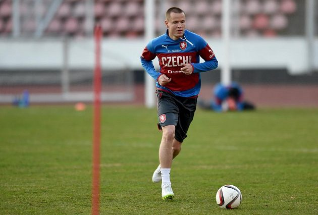 Adam Hloušek během tréninku české fotbalové reprezentace před kvalifikačním střetnutím s Lotyšskem.