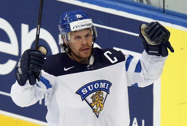 Finský forvard Olli Jokinen se raduje ze vstřelení gólu do sítě Švýcarska.