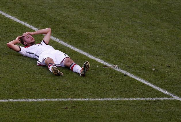 Otřesený německý fotbalista Christoph Kramer během finále MS.