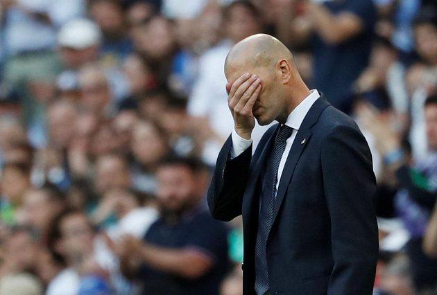 Při jedné ze zahozených šancí nový trenér Realu Madrid Zinédine Zidane trpěl, nakonec ale mohl slavit po návratu na lavičku Bílého baletu vítězství.
