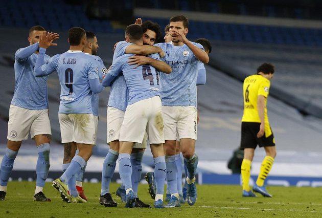 Radost hráčů Manchesteru City z výhry nad Dortmundem ve čtvrtfinále Ligy mistrů.