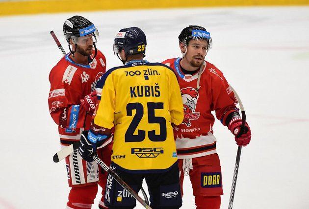 Zleva David Krejčí z Olomouce, Pavel Kubiš ze Zlína a Jan Káňa z Olomouce po utkání.