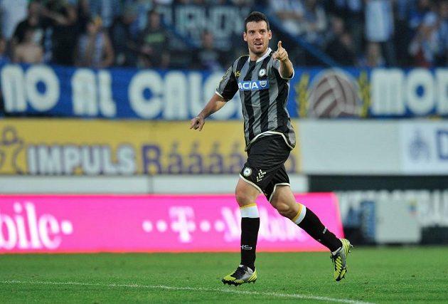 Andrea Lazzari z Udine se raduje z gólu do sítě Liberce v odvetě play off Evropské ligy.