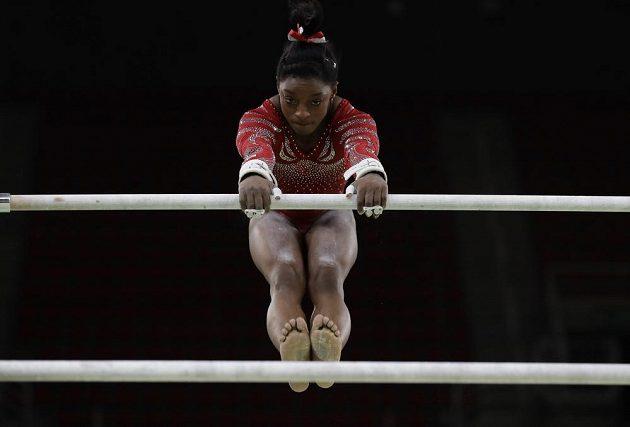 Gymnastka Simone Bilesová měří 145 centimetrů, nejmenší sportovkyní na olympiádě však není.