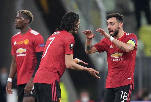 Radost Rudých ďáblů. Hvězdný kanonýr Manchesteru United Edinson Cavani slaví se spoluhráči gól ve finále Evropské ligy proti Villarrealu.