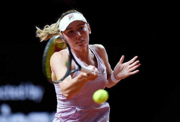 Ruská tenistka Jekatěrina Alexandrovová v akci.