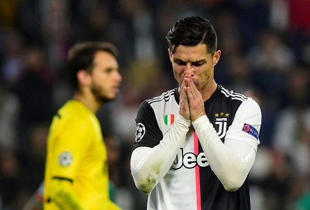 Cristiano Ronaldo z Juventusu během utkání Ligy mistrů s Lokomotivem.