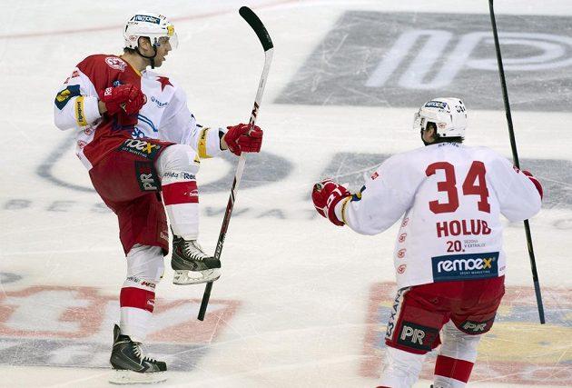 Slávistický útočník Vladimír Růžička (vlevo) se raduje z gólu proti Liberci.
