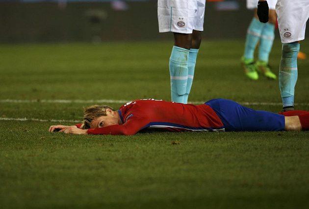 Útočník Atlétika Madrid Fernando Torres během odvetného osmifinálového duelu Ligy mistrů s PSV Eindhoven.