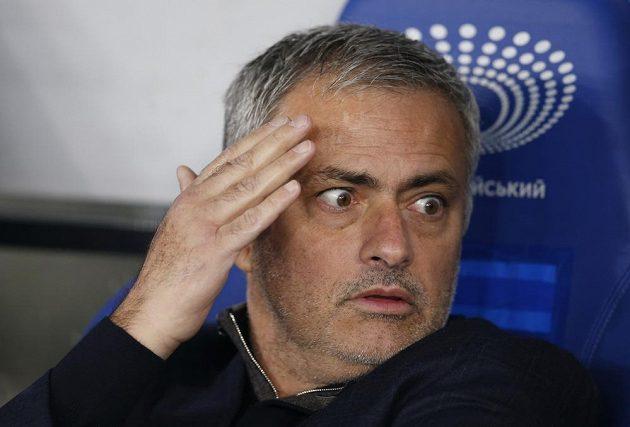 Manažer Chelsea José Mourinho během utkání Ligy mistrů na hřišti Dynama Kyjev.