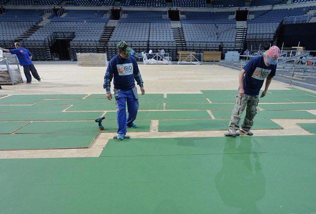 Kurt pro finále Fed Cupu připravovali pořadatelé 9. listopadu v O2 aréně v Praze. České tenistky budou hrát s Ruskami 14. a 15. listopadu.