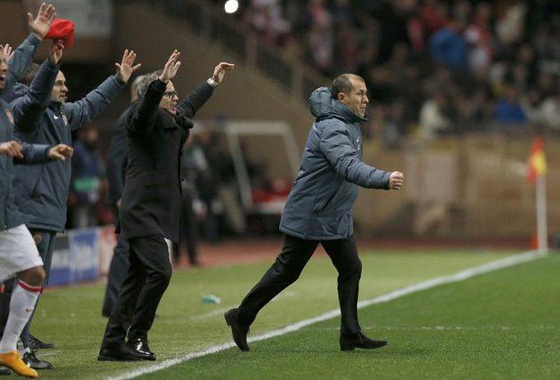 Trenér Monaka Leonardo Jardim (vpravo) se raduje z postupu AS do čtvrtfinále Ligy mistrů.