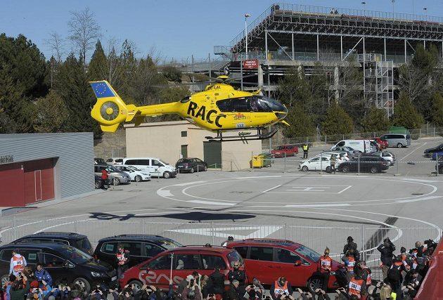 Fernando Alonso je převážen helikoptérou do nemocnice v Barceloně.