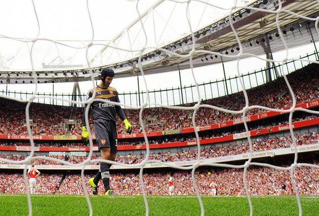 Sklíčený Petr Čech po prohře svého Arsenalu s Kladiváři.