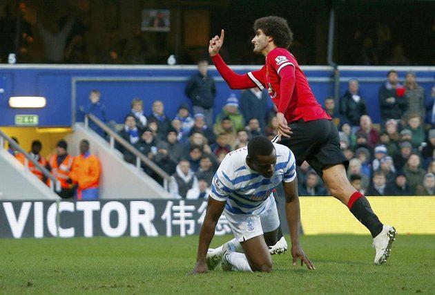 Záložník Marouane Fellaini zařídil Manchesteru United tříbodový zisk na hřišti QPR.