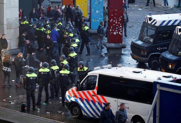 Policisté zasahovali v Amsterdamu před zápasem Ajax - Juventus.