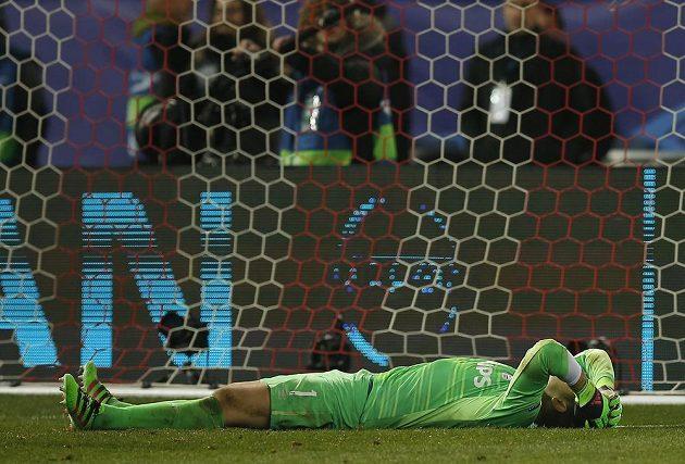 Brankář PSV Jeroen Zoet po skončení penaltového rozstřelu na hřišti Atlétika Madrid.