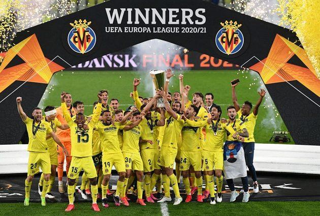 Trofej pro vítěze Evropské ligy míří do Španělska. Fotbalisté Villarrealu poprvé vyhráli Evropskou ligu. Ve finále porazili Manchester United v penaltovém rozstřelu 11:10. V normální hrací době i po prodloužení zápas skončil 1:1.