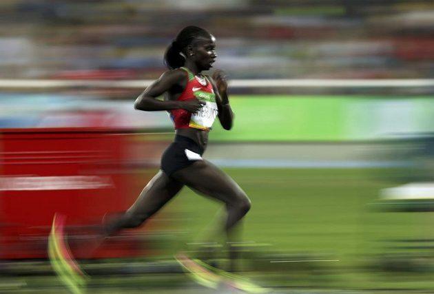Keňská vytrvalkyně Vivian Cheruiyotová si běží pro zlato na 5000 metrů.