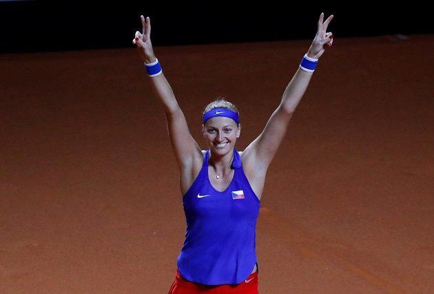 Vítězné gesto české tenistky Petry Kvitové, která vybojovala ve Stuttgartu postupový