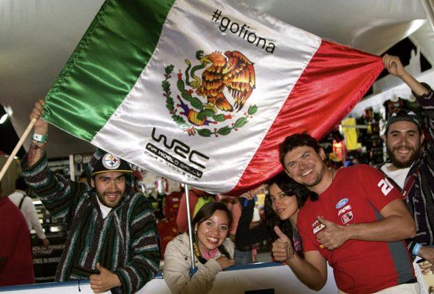 Martin Prokop s fanoušky při Mexické rallye.