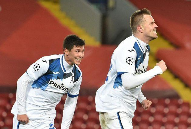 Josip Iličič (vpravo) z Bergama zaskočil Liverpool úvodním gólem v utkání 4. kola Ligy mistrů.