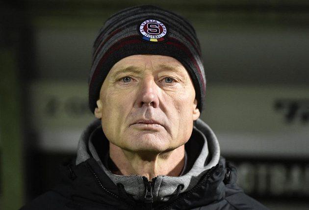 Trenér Sparty Zdeněk Ščasný při utkání na Slovácku.