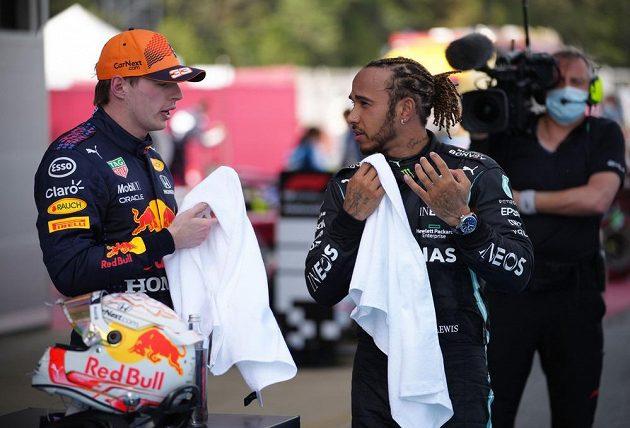 Britský pilot Mercedesu Lewis Hamilton vyhrál Velkou cenu Španělska formule 1 před Maxem Verstappenem. V cíli si měli o čem povídat.