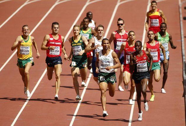 Jakub Holuša (druhý zleva) na své soupeře v běhu na 1500 metrů nestačil.