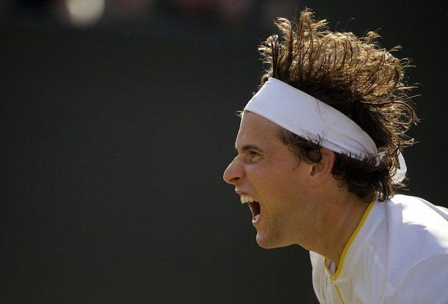 Rakušan Dominic Thiem při osmifinále Wimbledonu s Tomášem Berdychem.