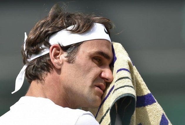 Roger Federer během náročného wimbledonského finále.
