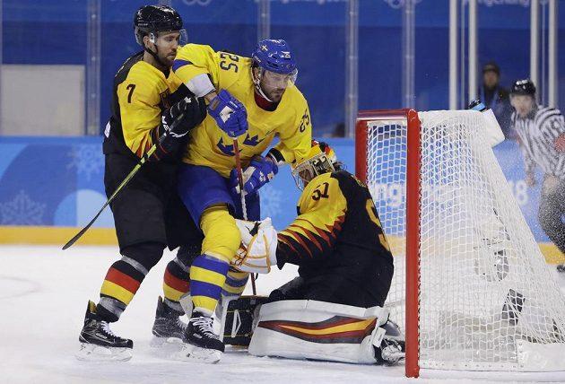 Hokejisté Švédska ve skupině C vyhráli nad Německem těsně 1:0.
