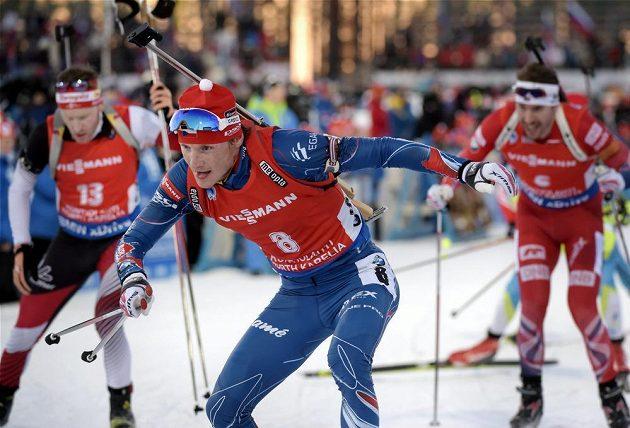 Ondřej Moravec na trati závodu na 15 km s hromadným startem.
