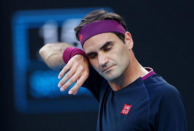 Švýcar Roger Federer při semifinále se Srbem Novakem Djokovičem.