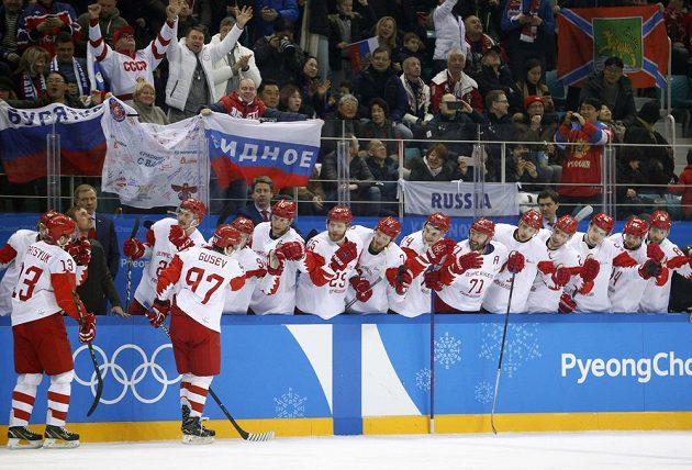 Oslava gólu na ruské střídačce.