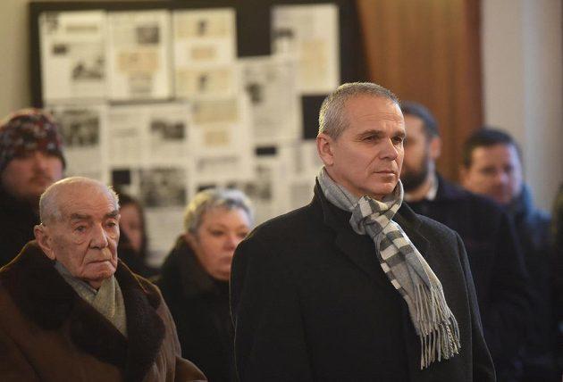 Na poslední rozloučení s bývalým fotbalovým brankářem Pavlem Srníčkem dorazil i současný trenér reprezentační jednadvacítky Vítězslav Lavička (vpravo).
