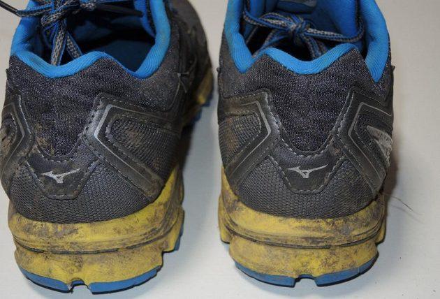 Běžecké krosové boty Mizuno Wave Daichi 2 - pata nese alespoň drobnou  odrazku ve tvaru loga ffef05a075